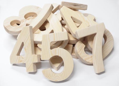 Frezowanie drewna, cyfry sosnowe (Pomorskie)